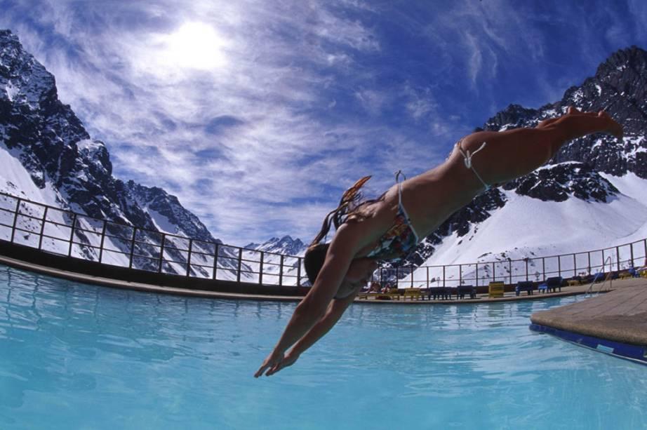 Piscina climatizada do Portillo Resort, um dos principais destaques do resort de inverno do Chile