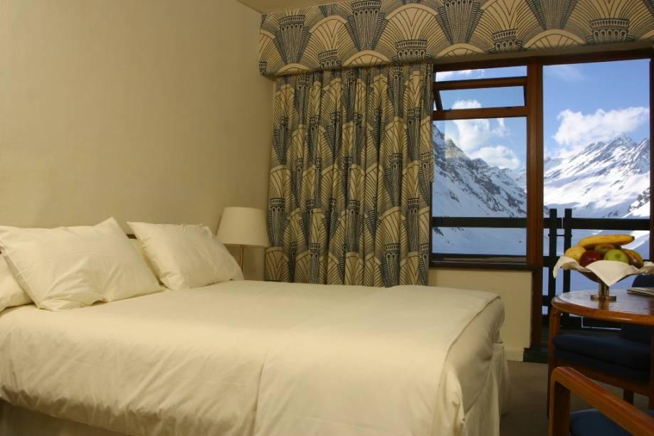 Suíte no 6º andar do Hotel Portillo, o edifício mais famoso da estação de esqui chilena de mesmo nome