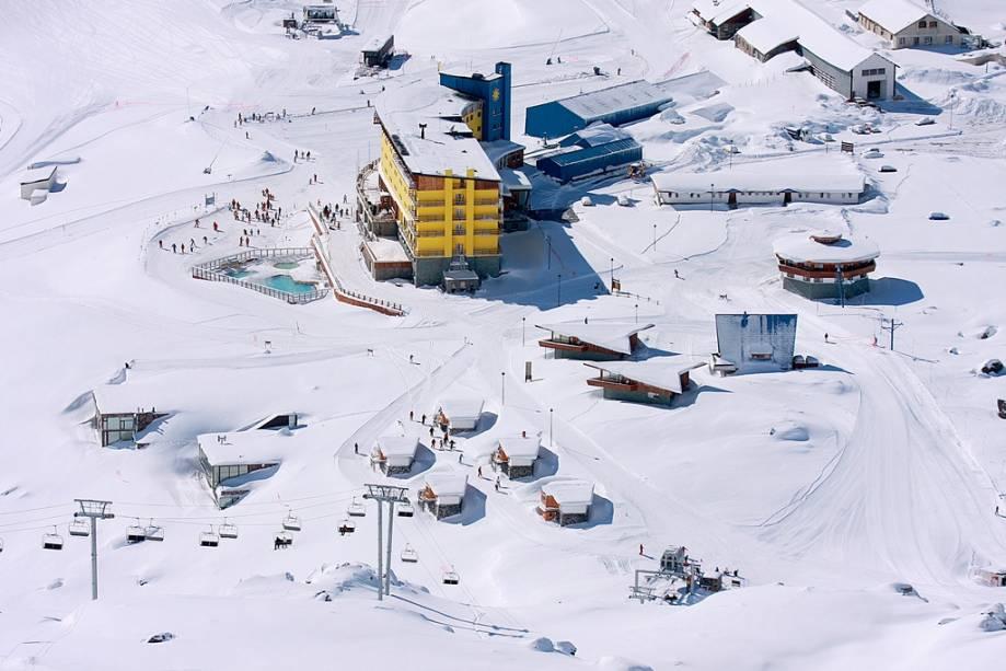 Com a qualidade de suas pistas e atrações, Portillo é considerado um dos melhores centros de infraestrutura do continente e atrai muitos esquiadores do Hemisfério Norte.