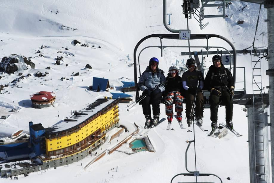 Ao longo dos anos, Portillo investiu em novos e modernos teleféricos.  O resort também abriga uma escola de esqui e snowboard, aluguel de equipamentos de neve e um hotel com 123 quartos.