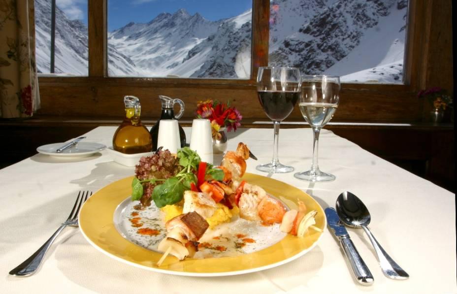 Além das pistas de esqui e outras atrações de inverno, o resort de Portillo oferece uma boa seleção de restaurantes e bares para os turistas.