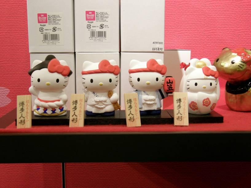 As bonecas de cerâmica Hakata Ningyo são um dos presentes mais preciosos em Fukuoka, no sul do Japão.  Os temas variam de samurai a prosaica Hello Kitty
