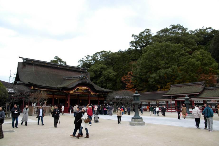 """O Santuário Shinto Dazaifu Tenmangu em Fukuoka está cheio de vestíbulos e procura por um """"alguma ajuda"""" na hora do teste"""