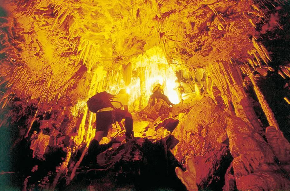 """Em uma caminhada""""http://vidademochila.org/estados/goias/""""> Goiás, o Parque Terra Ronca pode ser incluído no roteiro caso você pretenda visitá-lo também""""http://vidademochila.org/cidades/chapada-dos-veadeiros/""""> Chapada dos Veadeiros"""" class=""""lazyload"""" data-pin-nopin=""""true""""/></div> <p class="""