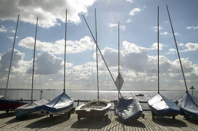 Veleiros em Southend-on-Sea, condado de Essex, Inglaterra