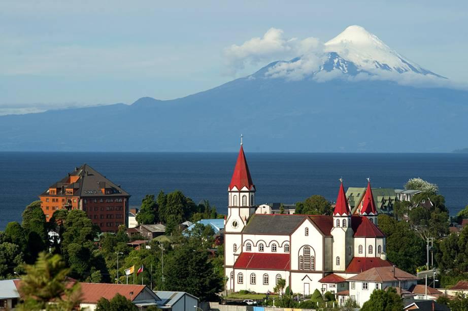 Puerto Varas é uma das muitas pequenas cidades que podem servir de base para visite os lagos andinos.