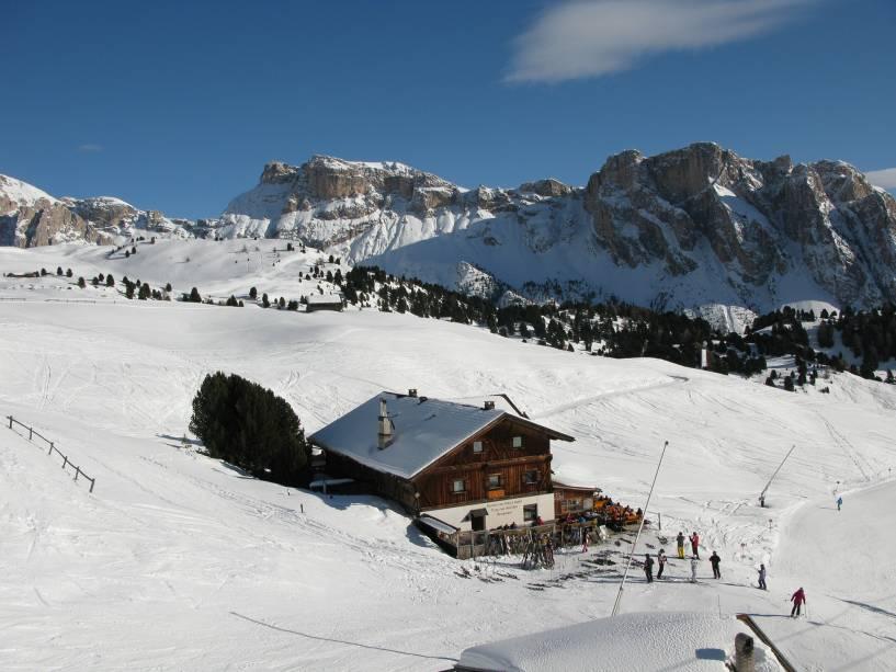 Alguns itinerários de esqui exigem um dia inteiro de compromisso