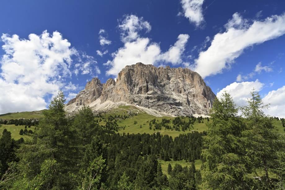 A estrada que liga a capital Bolzano ao vale mostra paisagens esplêndidas