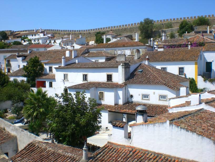 Vista da vila de Óbidos e sua vila branca