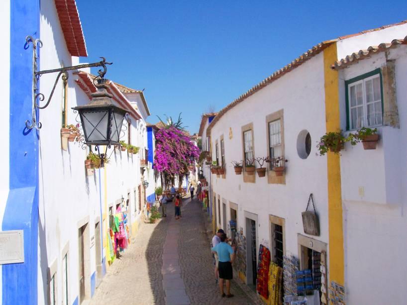 Lojas de artesanato podem ser encontradas no animado centro de Óbidos