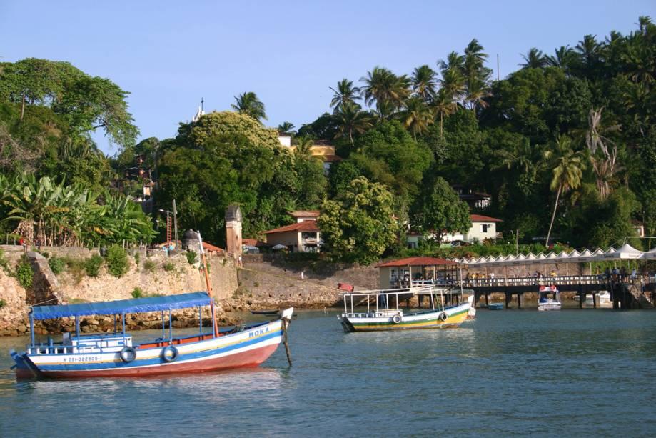 Os percursos dos passeios de barco dividem-se entre o norte e o sul da ilha de Tinharé