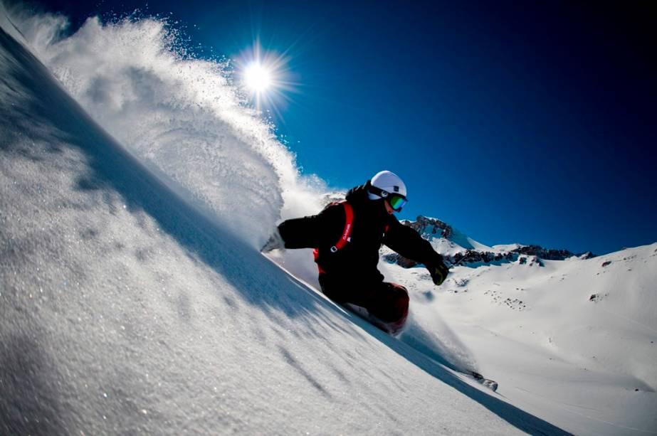 Valle Nevado é um dos melhores destinos de inverno da América do Sul e possui uma área de esqui de 39 pistas com quatro níveis de dificuldade diferentes.
