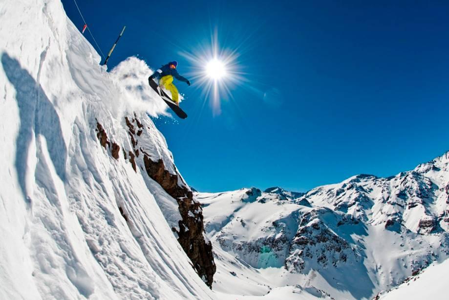 """Valle Nevado, El Colorado e La Parva formam a maior estação de esqui da América Latina, não só com trilhas marcadas e parques de neve, mas também rotas fora de pista desafiadoras.""""http://viajeaqui.abril.com.br/materias/as-melhores-estacoes-de-esqui-da-america-do-sul"""" rel =""""CONTINUE LENDO"""" Meta =""""_ele mesmo""""> LEIA MAIS"""" class=""""lazyload"""" data-pin-nopin=""""true""""/></div> <p class="""
