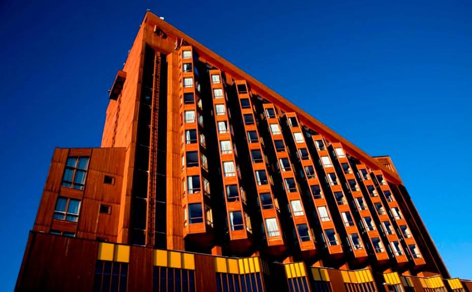 O hotel Puertas del Sol está praticamente próximo às pistas de esqui e possui estrutura completa com área infantil, piscina climatizada, bar e restaurante.
