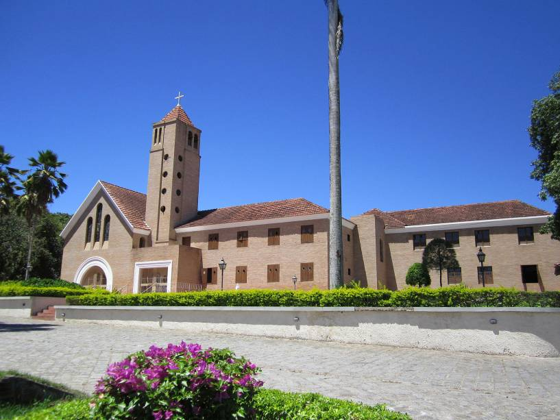 O seminário de São José, construído em 1926 com sua rica estrutura, hoje serve de refúgio aos seminaristas da congregação diocesana.