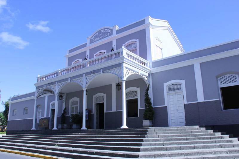 O Centro Cultural Alfredo Leite Cavalcanti foi construído no século 19 e segue o exemplo da arquitetura inglesa com características semelhantes às edificações da malha ferroviária