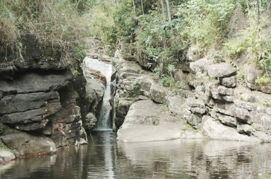 """acesso a""""http://viajeaqui.abril.com.br/estabelecimentos/br-ba-vale-do-capao-atracao-cachoeira-angelica-e-purificacao"""" rel =""""Cachoeira angélica"""" Meta =""""_vazio""""> Cachoeira da Angélica, com sua piscina natural cercada por mata nativa, fica a 15 minutos de trilha leve da Vila do Bomba, 8km""""http://viajeaqui.abril.com.br/cidades/br-ba-vale-do-capao"""" rel =""""Vale do Capão"""" Meta =""""_vazio""""> Vale do Capão"""" classe =""""carga preguiçosa"""" data-pin-nopin =""""verdadeiro""""/></div> <p class="""
