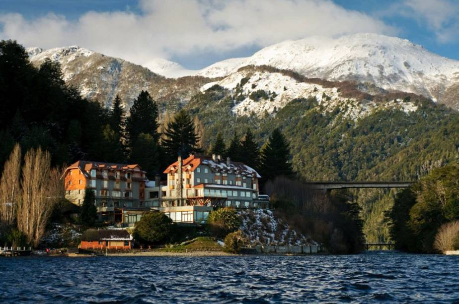 Hotel Lago e Rio Correntoso