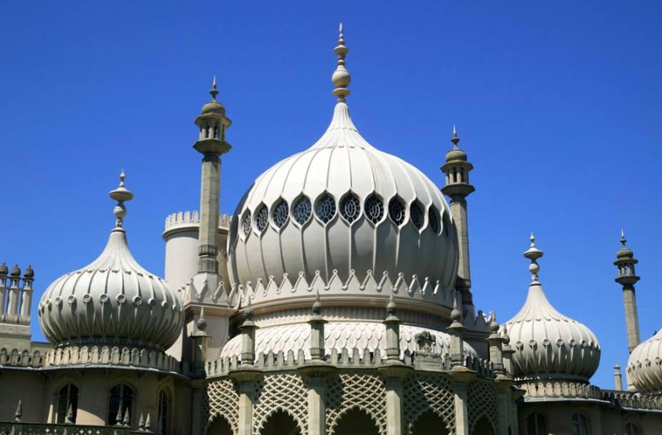 O Palácio do Pavilhão Real foi construído em Brighton no final do século 18 como um retiro e centro de tratamento para a doença do Príncipe de Gales, mais tarde Rei George IV