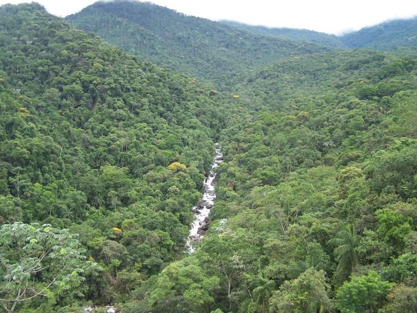 Vista do parque e do vale do Rio Campo Belo desde o último ponto de vista de Adeus