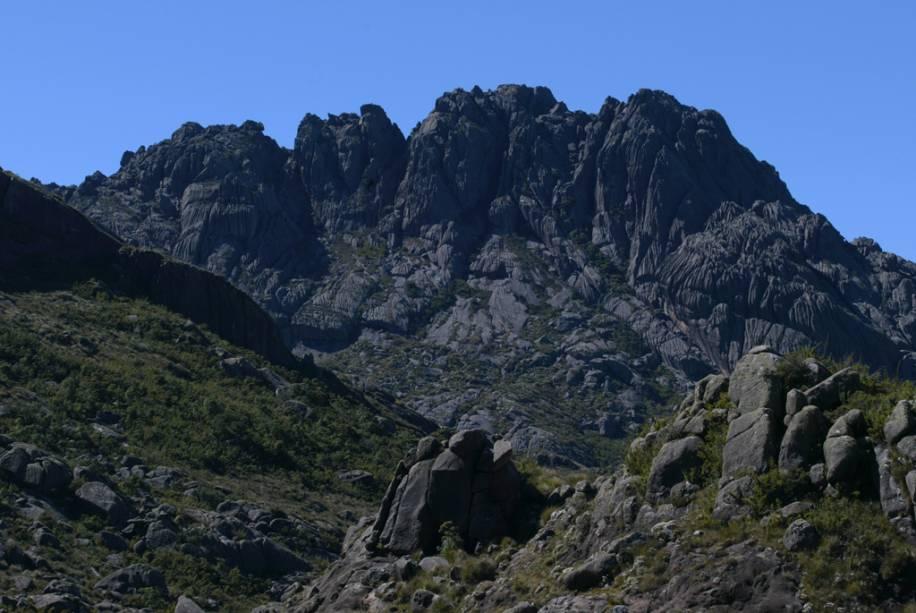 A caminhada até o Pico das Agulhas Negras, um dos mais altos do país, exige caminhada de 3 horas e boa condição física