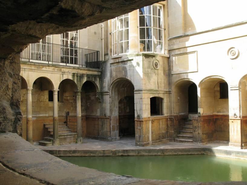A visita aos vestígios dos banhos romanos inclui os banhos e o templo de Minerva, uma exposição de achados arqueológicos e vários personagens principais que dramatizam a vida dos romanos