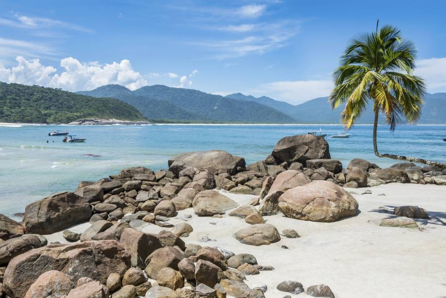 No litoral do Rio de Janeiro, a Ilha Grande já foi palco de inúmeras batalhas navais