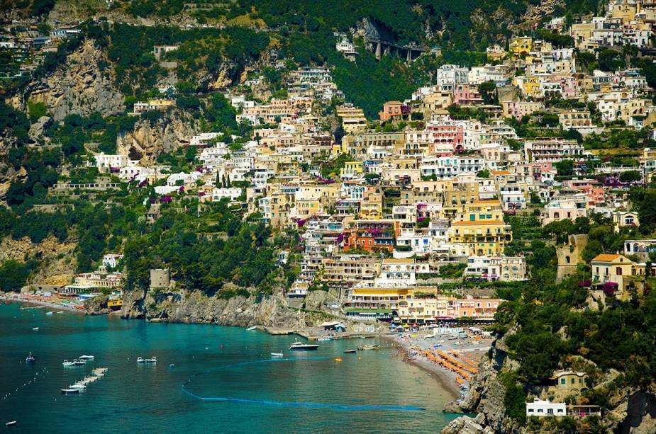 A vila possui uma das paisagens mais pitorescas e fotogênicas da Costa Amalfitana.  É impressionante ver como vêm do mar as centenas de casas, praticamente empilhadas umas sobre as outras.