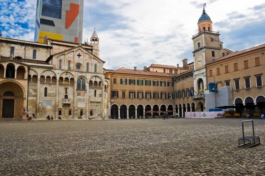 """Conhecido pelo seu sabor balsâmico, delicado e ligeiramente adocicado, como nas potentes fábricas de automóveis como a Maseratti e a Ferrari.""""http://viajeaqui.abril.com.br/cidades/italia-modena"""" rel =""""Modena"""" Meta =""""_vazio""""> Modena sempre foi uma cidade próspera.  na foto a praça principal da cidade italiana"""" class=""""lazyload"""" data-pin-nopin=""""true""""/></div> <p class="""