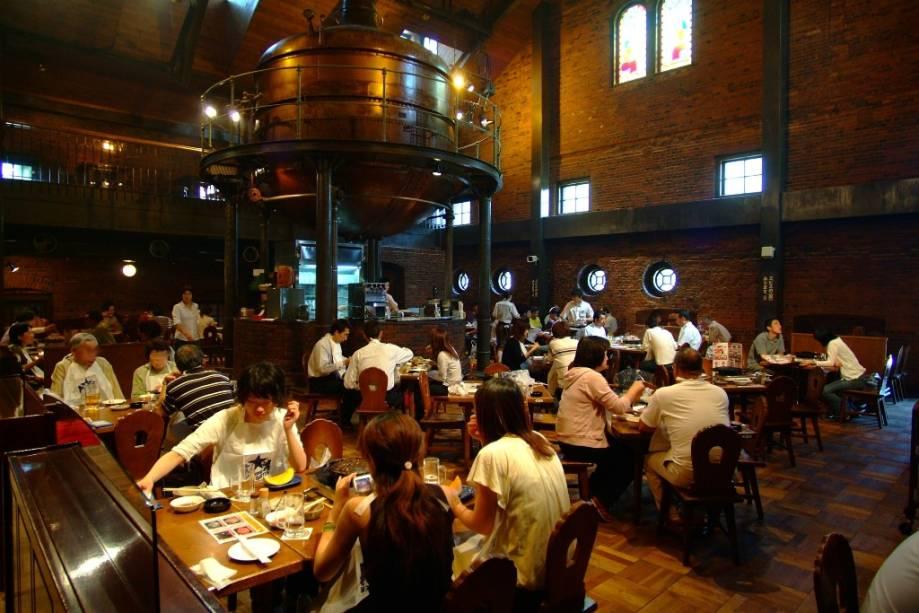 Sapporo é a capital da cerveja japonesa.  A cidade abriga muitas das marcas mais renomadas do país e sempre sedia o Festival da Cerveja do Solstício de Verão.  A Cervejaria Sapporo tem um museu conhecido e um restaurante popular