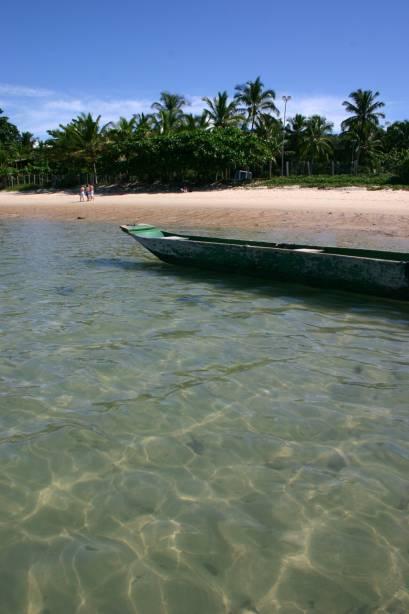Mucugê é o mais próximo do centro e é o mais estruturado com suas barracas espalhadas pela larga faixa de areia.  No mar, os recifes de coral criam pequenas piscinas naturais que é preciso atravessar