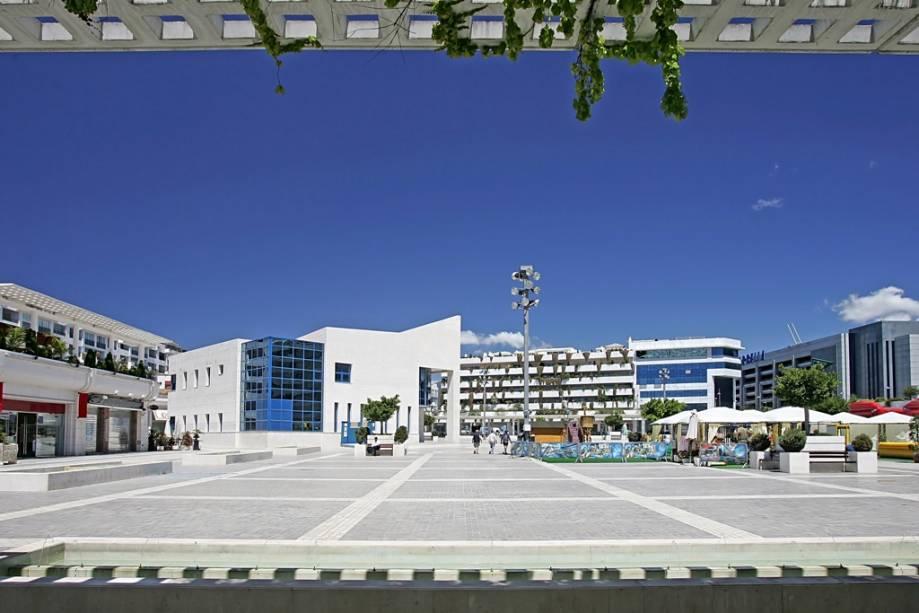 Puerto Banus, a seis quilômetros de Marbella, é o destino preferido de milionários e celebridades em busca de belas praias, mar e sol.