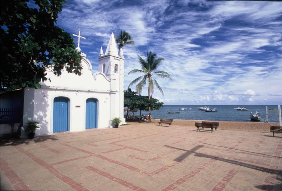 A Capela de São Francisco foi construída por pescadores em 1900 e está localizada em frente à praia do Porto, onde estão ancorados os barcos pesqueiros