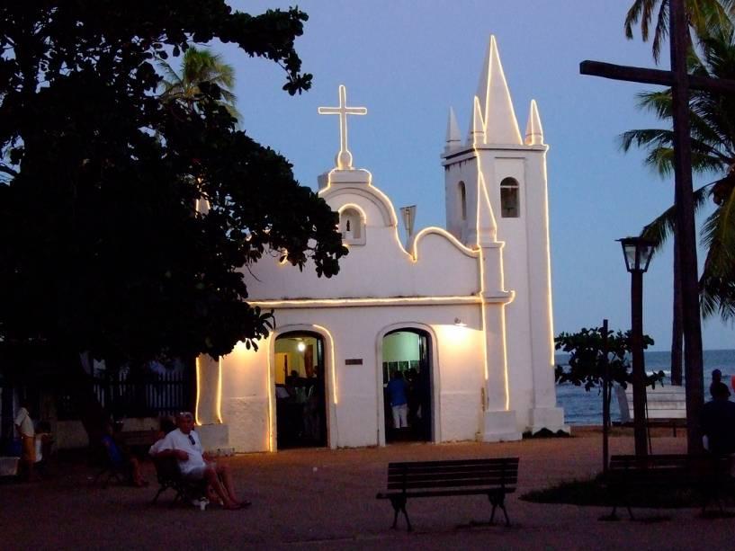 A Praia do Forte está localizada a poucos quilômetros ao norte de Salvador