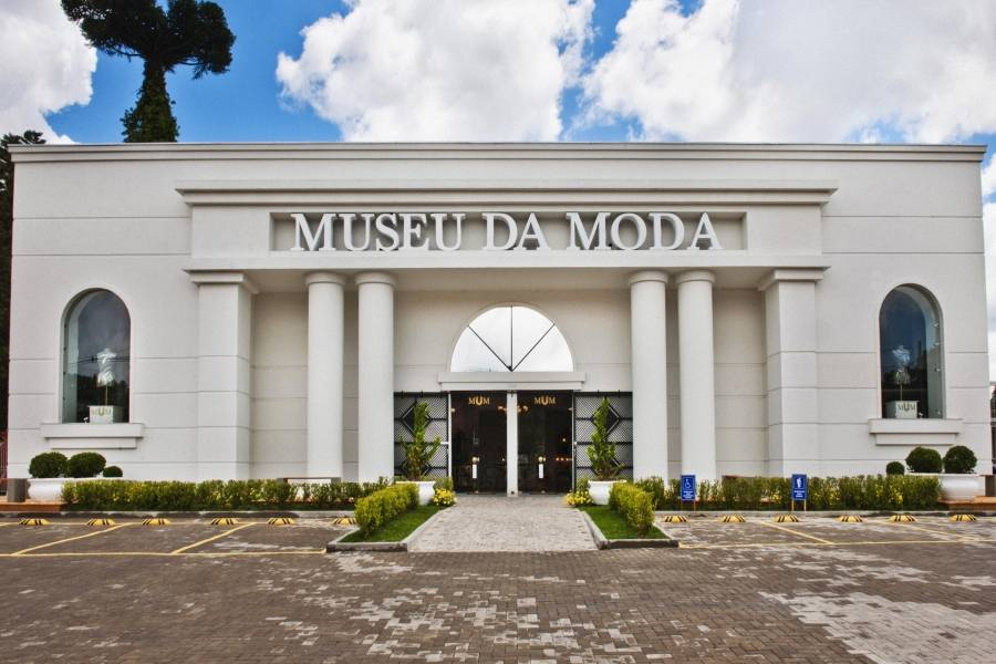 """Fachada de""""http://viajeaqui.abril.com.br/estabelecimentos/br-rs-canela-atracao-museu-da-moda"""" rel =""""Museu da Moda"""" Meta =""""_vazio""""><noscript><img data- src="""