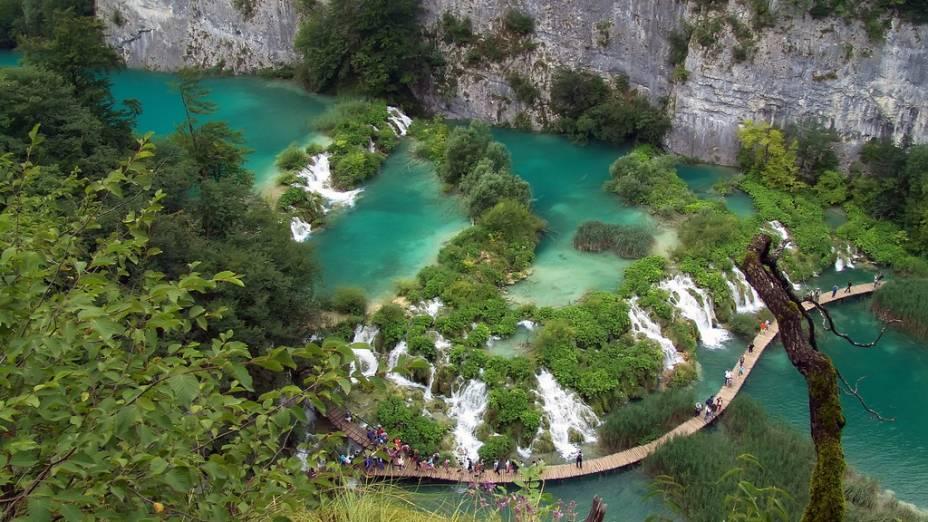 As cores das águas dos Lagos Plitvice mudam constantemente de acordo com a estação