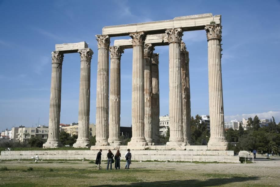 A construção do Templo de Zeus começou no século 6 aC, mas só foi concluída sete séculos depois pelo imperador romano Adriano