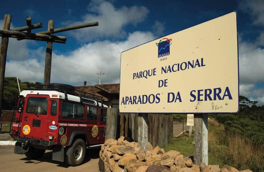 A trilha mais procurada do Parque Nacional dos Aparados da Serra é a trilha do Vértice com vista para as cachoeiras Andorinha e Véu da Noiva.
