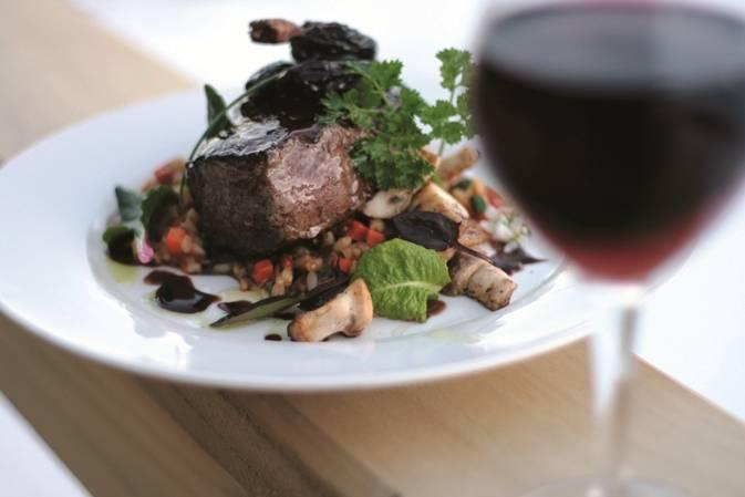 Carnes, peixes e claro, bons vinhos estão no cardápio da região