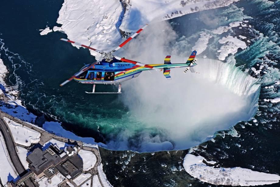 Voo de helicóptero para as Cataratas do Niágara