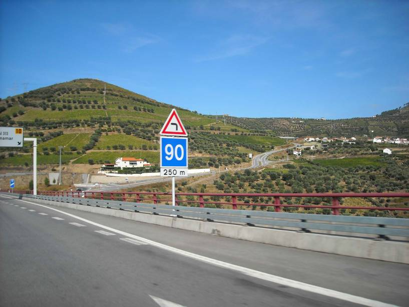 Estrada para o alto Douro