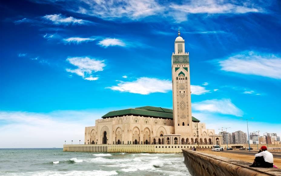 A mesquita Hassan II domina a paisagem da orla de Casablanca