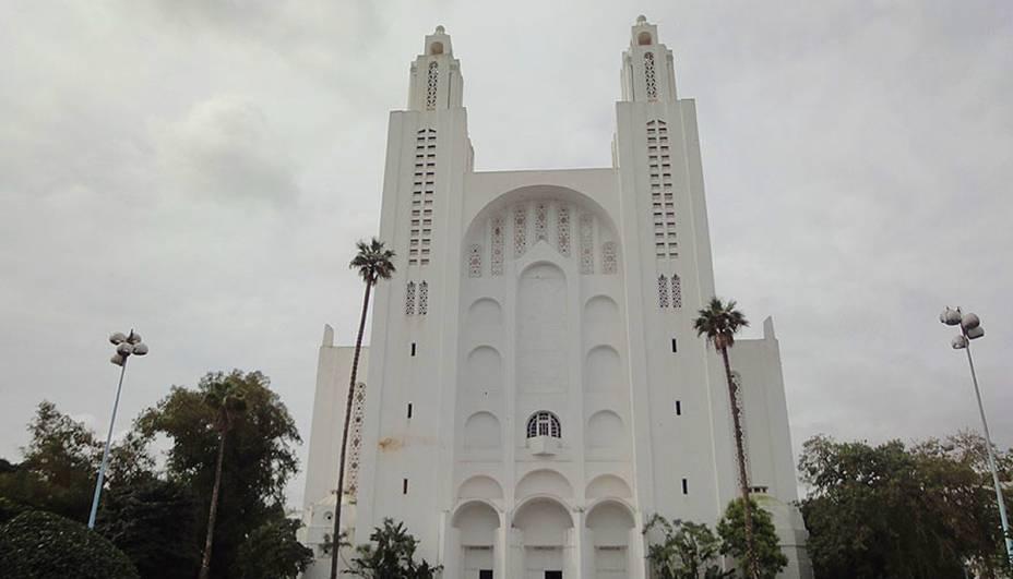 Quando o Marrocos conquistou a independência em 1956 e a maior parte de sua população estava familiarizada com as religiões islâmicas, a Catedral do Sagrado Coração de Casablanca passou de templo cristão a centro cultural.