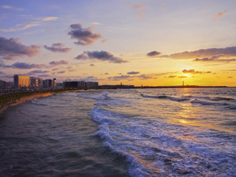 As praias também abriram caminho para Casablanca.  Se você tem algum dinheiro extra no bolso, planeje um dia de baladas e bares em trechos exclusivos do litoral