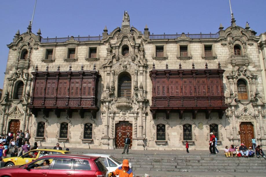 Inaugurada em 1538, a Catedral de Lima no Peru foi inaugurada com arquitetura barroca em 1538 e já foi reconstruída várias vezes devido aos terremotos que assolaram o país.  Apesar de tudo, mantém o seu encanto e merece uma visita detalhada graças aos seus mosaicos