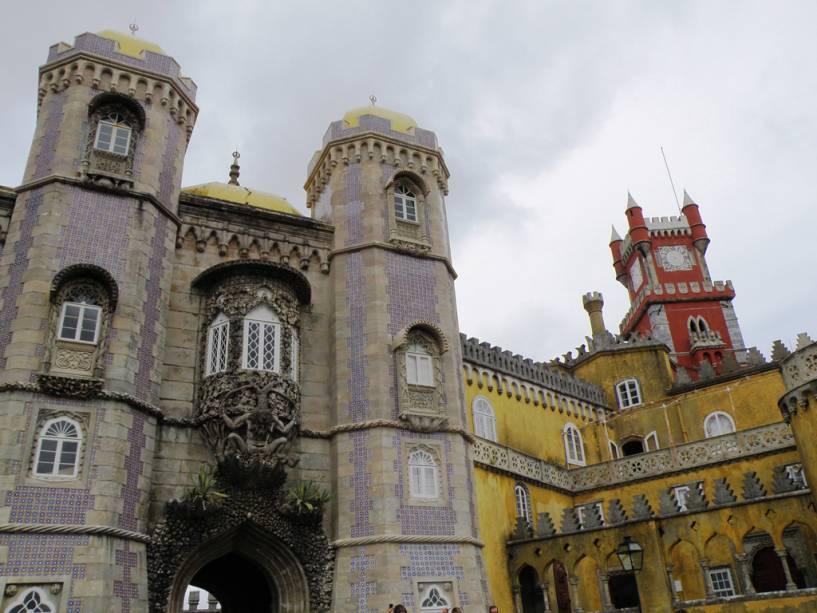 O Palazzo Pena é uma mistura de estilos com características neogóticas, neorrenascentistas e até mouriscas