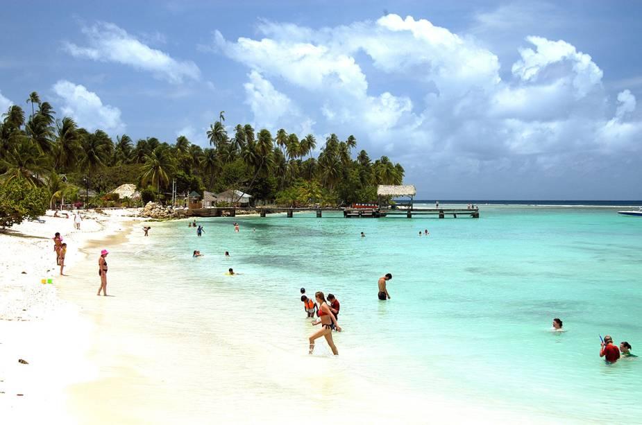 Banhistas em Pigeon Point, Tobago