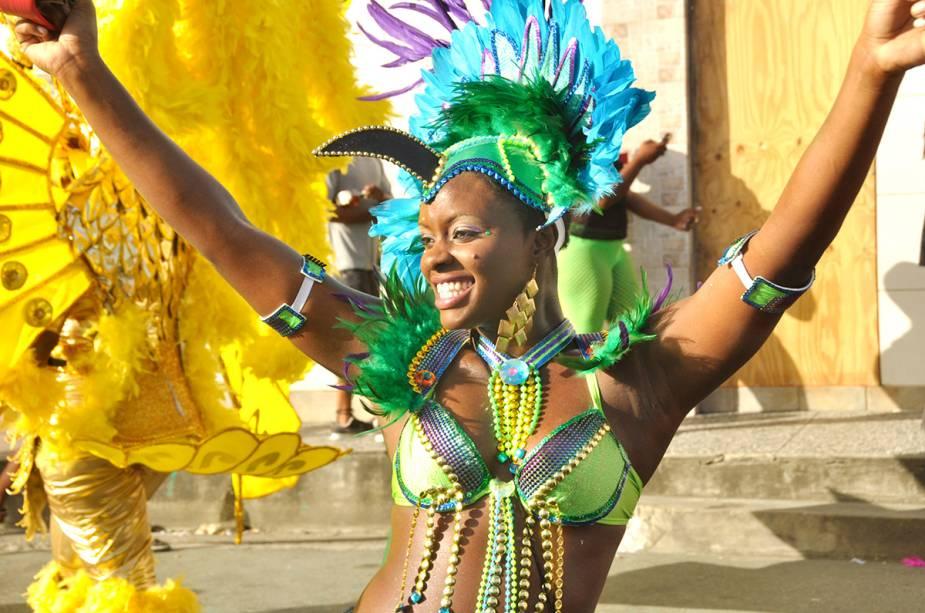 O carnaval de Trinidad e Tobago lembra o Brasil com muitas cores e sensualidade.  Além do som, sua música carnavalesca é calipso, típica música caribenha.