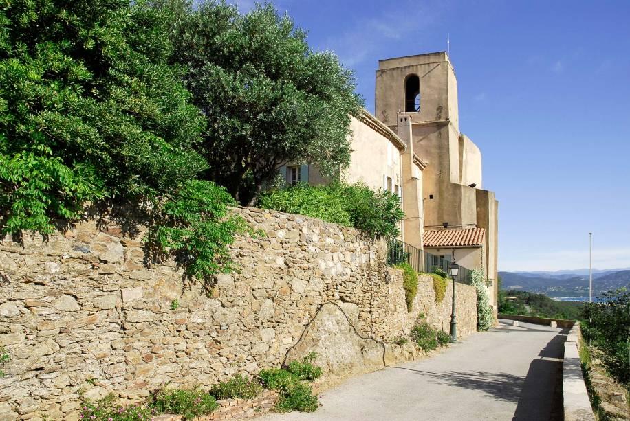 Igreja da paróquia de Gassin no sul da França - uma das relíquias do lugar