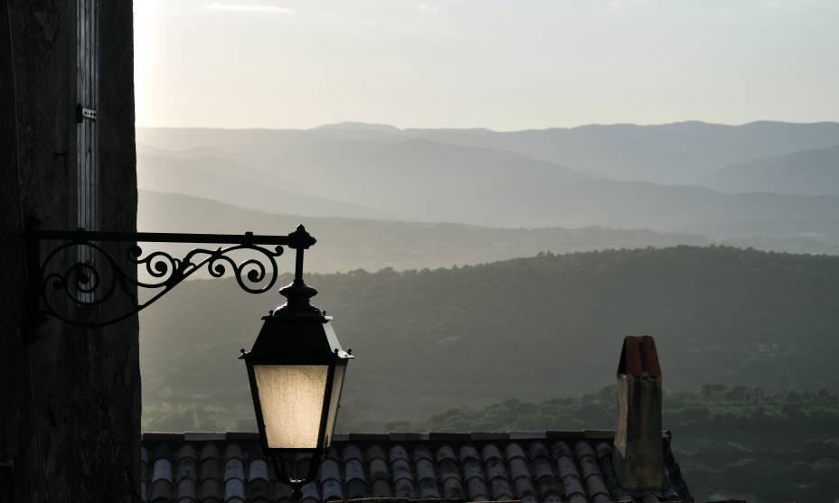 A beleza da vila de Gassin, no sul da França, exala nostalgia